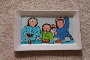 Handgeschilderd bord met dikke dames