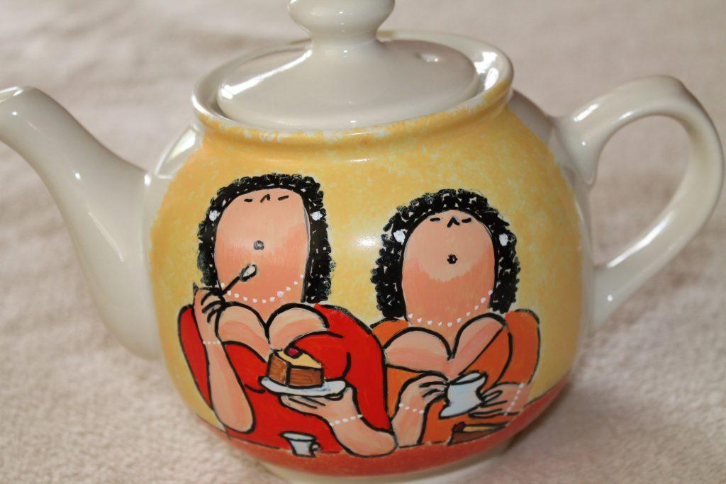 Handgeschilderde theepot dikke dames
