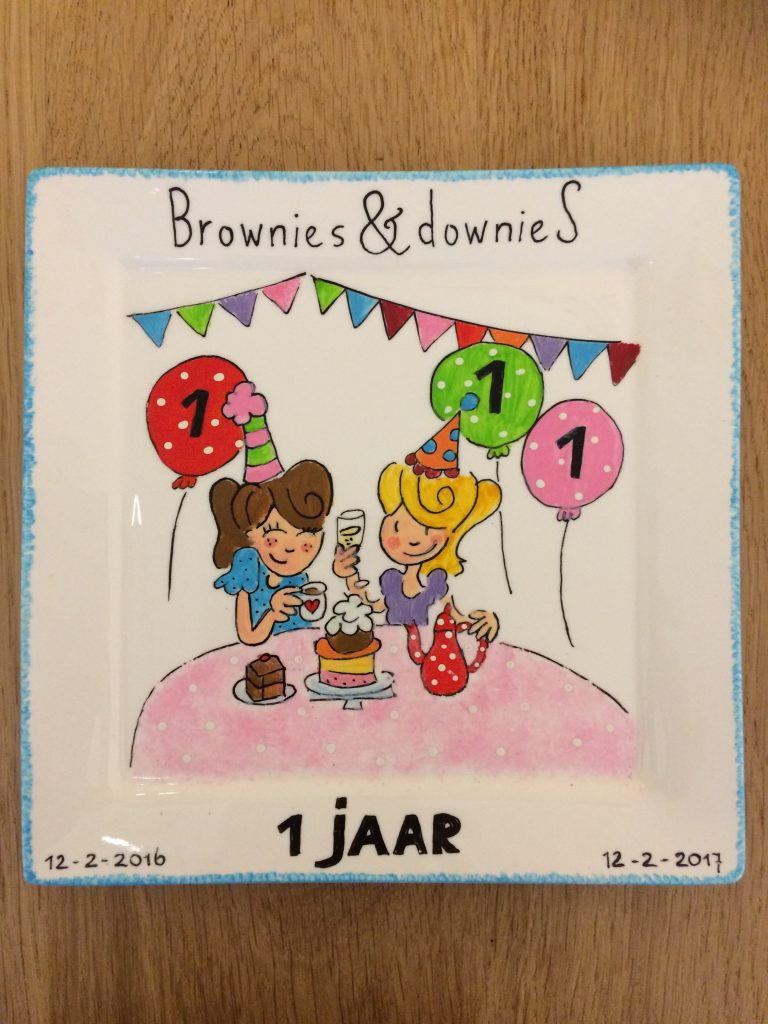 Handgeschilderd bord 1 jaar jubileum Brownies&Downies