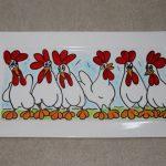 Handgeschilderd bord met kippen