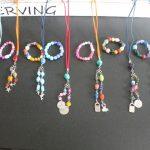 Kinderfeest workshop sieraden maken, veterketting + armband