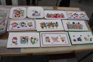 Workshop servies beschilderen als afscheid van collega