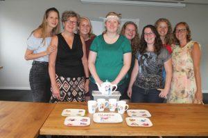 Vrijgezellenfeest workshop porselein beschilderen bij de