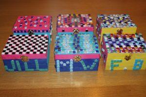 workshop mozaieken op kinderfeest