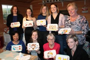 Workshop servies beschilderen tijdens babyshower