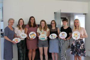 Workshop servies beschilderen tijdens vrijgezellenfeest